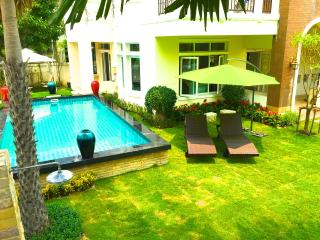 Nonthaburi Private Pool Villa 5 Bedrooms - Nonthaburi vacation rentals