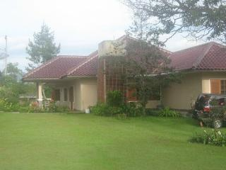 Cheap Beautiful Villa Mataram at Puncak - Puncak vacation rentals