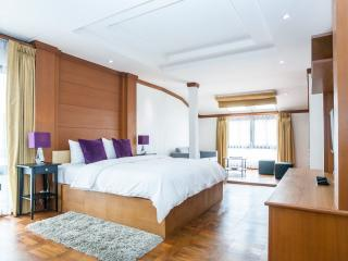 Dasiri Downtown Residence Unit 1 - Lat Yao vacation rentals