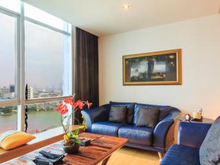 Dasiri Stunning Riverview Apartment - Phra Pradaeng vacation rentals