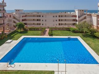 Idéal Vacances: 100 métres plage vue mer terrasse. - Benalmadena vacation rentals