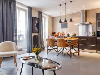 Gourmet Market St Bright/Modern *FREE SEINE CRUISE - Paris vacation rentals