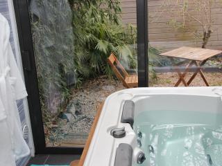 """Suite avec SPA et Jardin privatif """"OPEN BULLE"""" - Dinan vacation rentals"""