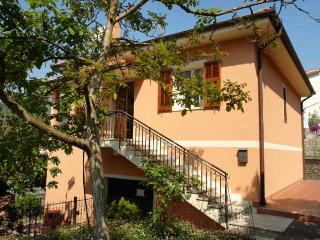 Spacious 4 bedroom Diano San Pietro House with Parking Space - Diano San Pietro vacation rentals