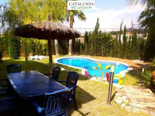 Alluring casa in Cunit, just 5 minutes from the glimmering Mediterranean Sea - Cunit vacation rentals