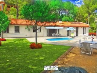 Fabulous and tranquil 4-bedroom countryside villa in Sant Feliu, 25km from - Castellar del Valles vacation rentals