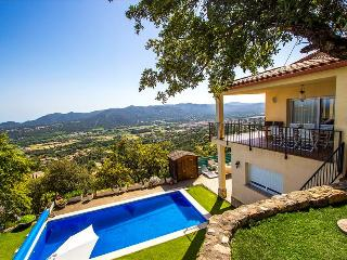 Tranquil Costa Brava paradise for 8-9 guests, only 6km from the breathtaking - Costa Brava vacation rentals