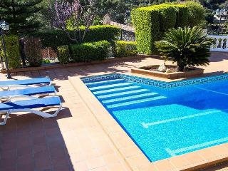 Beautiful mountain villa in Torrelles with a large private pool, 15km from Barcelona! - Torrelles de Llobregat vacation rentals