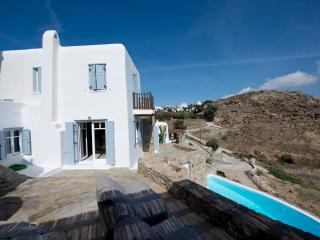 A spacious villa on Mykonos, 3 bedrooms - Psarou vacation rentals