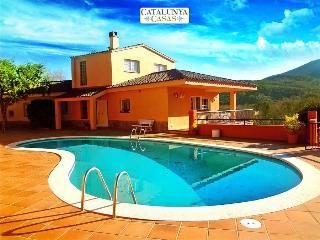 Glorious 4-bedroom villa for 10 people nestled in the hills of Arbucies - Arbucias vacation rentals