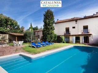 Elegant Castellar villa 35km from Barcelona and a short walk to all amenities - Castellar del Valles vacation rentals