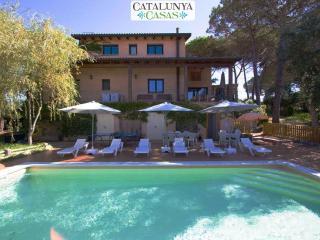 Majestic villa in Sils for 15 guests, in beautiful Costa Brava near the beach - Riudarenas vacation rentals