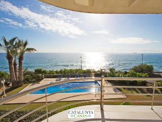 Luxury 5-bedroom beachside villa in Tarragona, just a few steps from the beach! - Costa Dorada vacation rentals