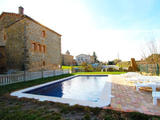Historical 6-bedroom getaway in Vilaseca for 15 guests - Llobera vacation rentals