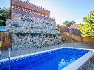 Modern Villa Tamarit for 8 guests, only 1km to the beaches of Costa Dorada! - Tarragona vacation rentals