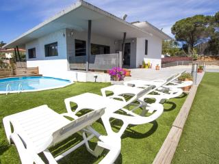 Lovely villa in the resort of Les Comes, Sils, only 15 min from Costa Brava beaches! - Sant Daniel vacation rentals