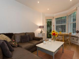 Gracious 1BR Garden Apt 15 minutes to Hyde Park - London vacation rentals