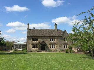 Listed Farmhouse on the edge of the Cotswolds - Cassington vacation rentals