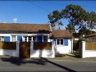Maison familiale 4 chambres accès à la mer à pied - La Tranche sur Mer vacation rentals