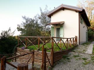 CASA DI CINTI: bilocale con giardino, Anconella - Loiano vacation rentals