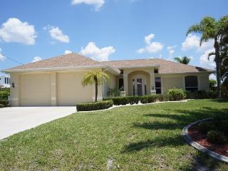 Villa Riposo - Cape Coral 3b/2ba Off Water Home, surrounded by Million Dollar Homes, Solar Heated Pool, Nicely Furnished, HSW Internet, - Cape Coral vacation rentals