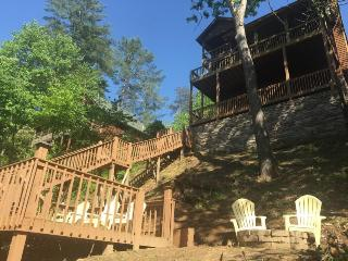 LIGHT`S RIVERSIDE RETREAT: 3BR/3BA LUXURY CABIN ON THE CARTECAY RIVER, SLEEPS 6, WIFI, GAS LOG FIREPLACE, GAS GRILL, FIRE PIT, POOL TABLE, SCREENED IN PORCH, JETTED TUB, FISHING, TUBING, KAYAKING, TV`S IN EVERY BEDROOM, STARTING AT $189/NIGHT! - Blue Ridge vacation rentals