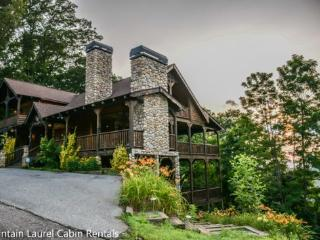 THE CREEKHOUSE- 4BR/3.5BA, SLEEPS 8, CABIN WITH BREATHTAKING MOUNTAIN VIEWS, WIFI, POOL TABLE, HOT TUB, GAS GRILL, PET FRIENDLY, GAS LOG FIREPLACE, WALKING DISTANCE TO THE LODGE, CAMELOT, AND BEAR NECESSITIES, STARTING AT $275/NIGHT! - Blue Ridge vacation rentals