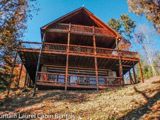 WHITETAIL LODGE- 2BR/3BA, UPSCALE RUSTIC FURNISHINGS, SLEEPS 8, QUIET & SECLUDED, AWESOME MTN VIEWS, HOT TUB, POOL TABLE, WIFI, FOOSBALL, SAT TV, WOOD BURNING FIREPLACE, GRILL, DECKS ON 3 LEVELS, STARTING AT $150/NIGHT! - Blue Ridge vacation rentals