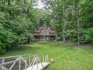 LAKE LIVE`N- 5BR/3.5BA- BEAUTIFUL LUXURY CABIN ON LAKE BLUE RIDGE, SLEEPS 10, PRIVATE DOCK, WOOD BURNING FIREPLACE, AND A FIRE PIT! STARTING AT $325.00 A NIGHT! - Blue Ridge vacation rentals