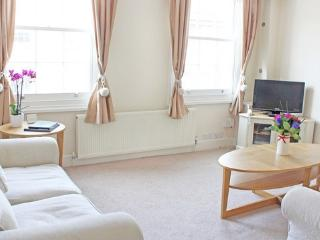 Pretty 2 Bedroom Flat in Central London Zone1 #3 - London vacation rentals