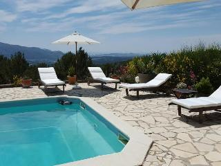 Bastide Le Jas 8 Personnes, piscine et tennis - Aubagne vacation rentals