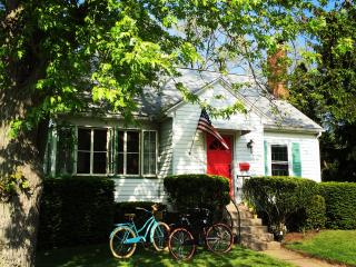 3BR/1BA. WALKING DISTANCE TO DT, HARBOR, & BEACH - New Buffalo vacation rentals