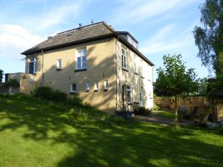 Dutch dike house apartment with garden (Welsum) - Deventer vacation rentals