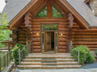 Stunning Views, Arcade, and Luxury at Buck & Bear Lodge! Perfect for families! - Gatlinburg vacation rentals