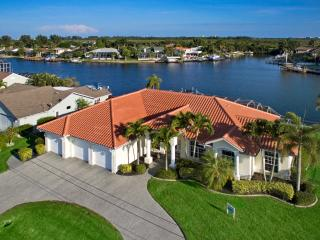Villa Dolphin - Optional 27ft Speedboat - Cape Coral vacation rentals