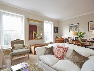Sophisticated 1 bedroom apartment overlooking gardens- Sloane Square - London vacation rentals