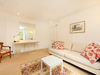 Charming 1 bedroom apartment with patio- Fulham Road - London vacation rentals