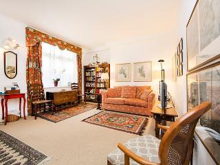 Inviting London Apartment Overlooking Lennox Garden - London vacation rentals