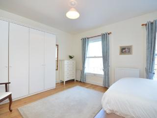 Bright and spacious 1 bedroom apartment with 24 hour security, access to swimming pool, squash court and gym within the building on Kensington Gardens Square - London vacation rentals