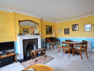 Bright and colourful typical English apartment - Kensington - London vacation rentals