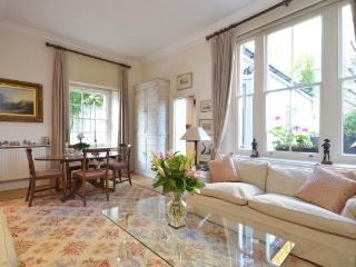 Two En-Suite Double Bedrooms, Large Reception, Fantastic Location - London vacation rentals