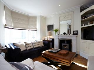 Gorgeous family home with beautiful private garden - Chelsea - London vacation rentals