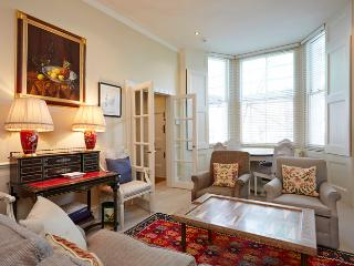 Comfortable two bedroom property in the heart of Kensington. - London vacation rentals