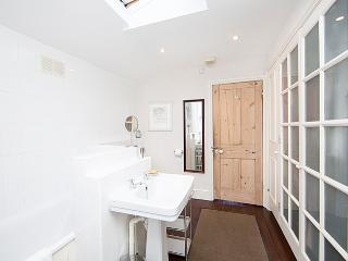 A superb three bedroom house arranged over two floors with private garden. - London vacation rentals
