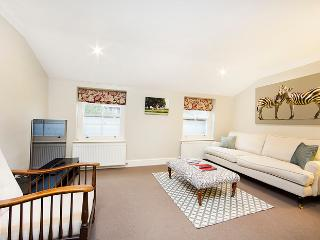 2 bed apartment perfectly located on a highly sought after street in Pimlico, offering the splendid shopping and transport links of Victoria. - London vacation rentals
