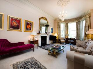 Super luxurious 4 bed family home with expansive rear private Garden - Notting Hill - Moffat vacation rentals