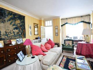 Gorgeous country-style two-storey mews house- Holland Park - London vacation rentals