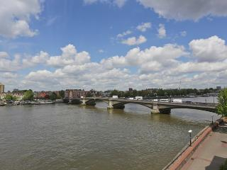 Quaint and sunny 2 bedroom apartment which offers great views over the River Thames in Battersea - London vacation rentals