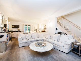 Prestigious town house to sleep 10, with large private garden- Earls Court, Kensington - London vacation rentals