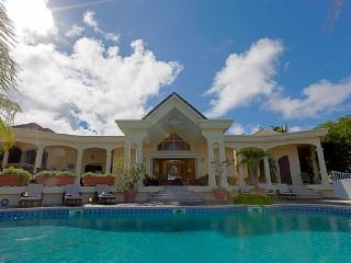 Great Vacation Villa - Huge Outdoor Space - Orient Bay vacation rentals